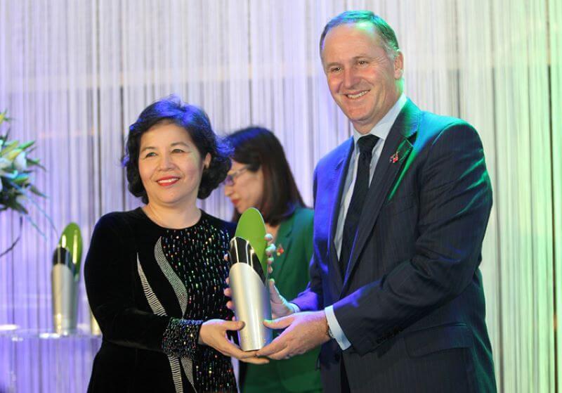Mai Kiều Liên nhận giải thưởng từ thủ tướng New Zealand