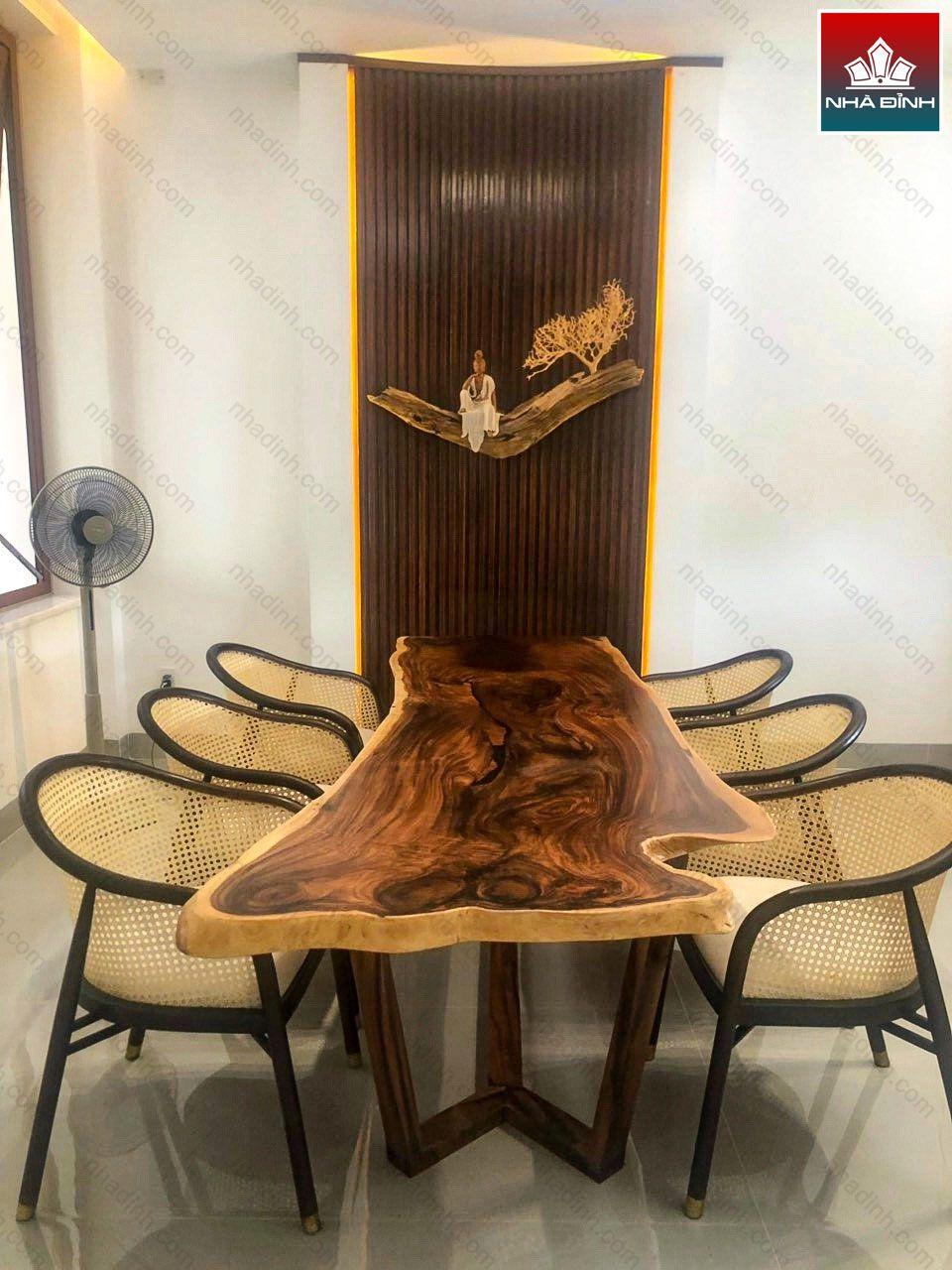 Mặt bàn gỗ Me Tây thiết kế dài có thiết kế mềm mại