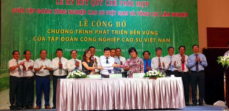 PanNature, Oxfam ký Biên bản hợp tác với Tập đoàn Cao su Việt Nam – Trung  tâm Con người và Thiên nhiên